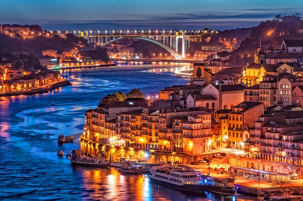 Porto_in_Portugal_night _view_Arrabida _Bridge